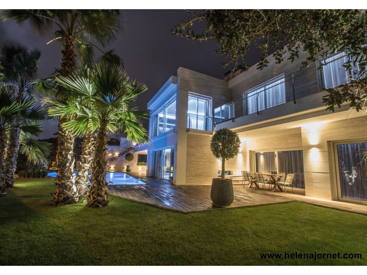 Exclusive newly built house with outdoor and indoor swimming pool and sea views - 1336