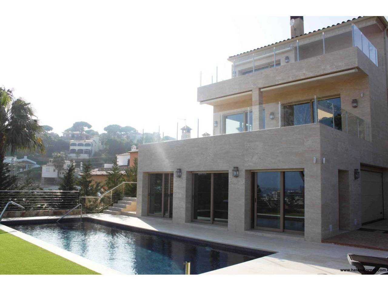 Wonderful luxury house with outdoor and indoor swimming pools and two large terraces with views - 938