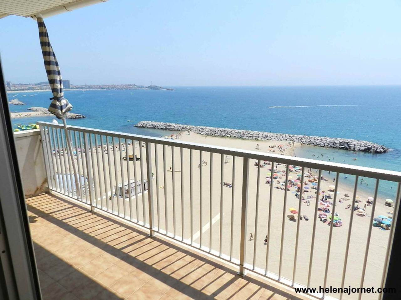 Apartment in front of the beach with spectacular sea views - 1402