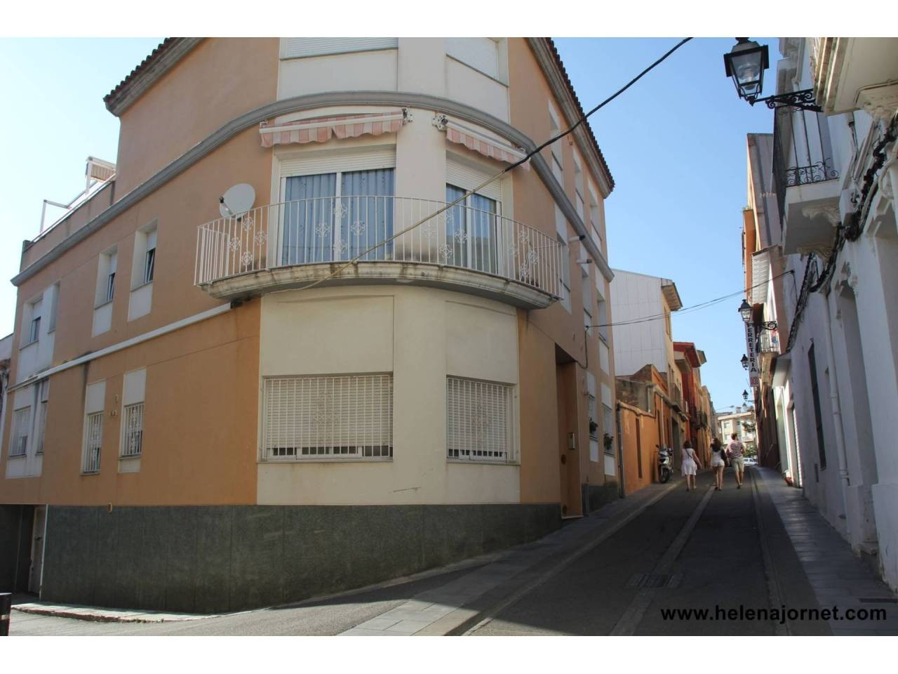 Flat with parking and lift located in town center. - 321