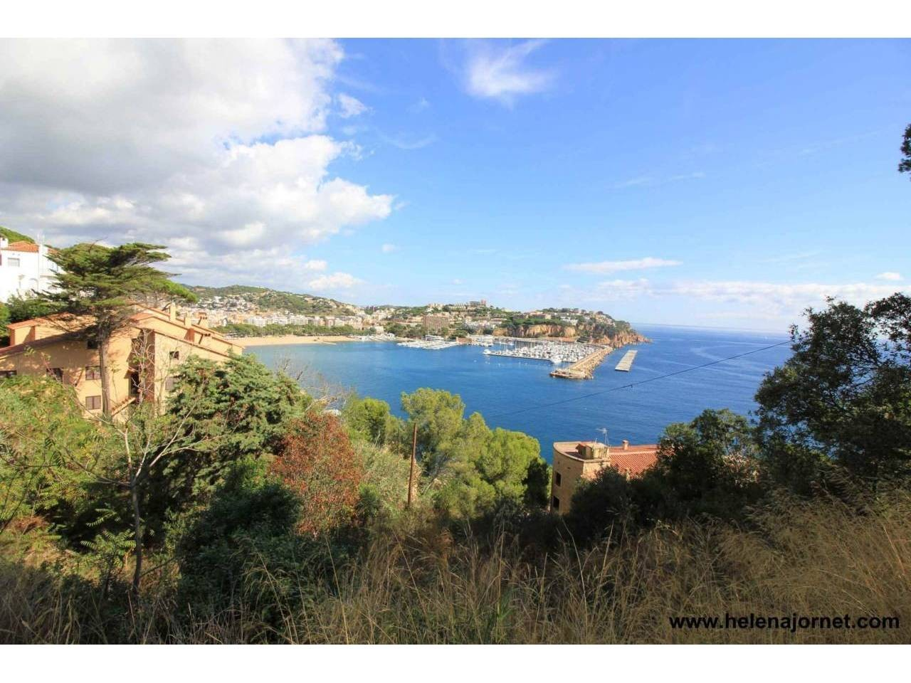 Large plot with spectacular sea views and close to town-centre - 2957
