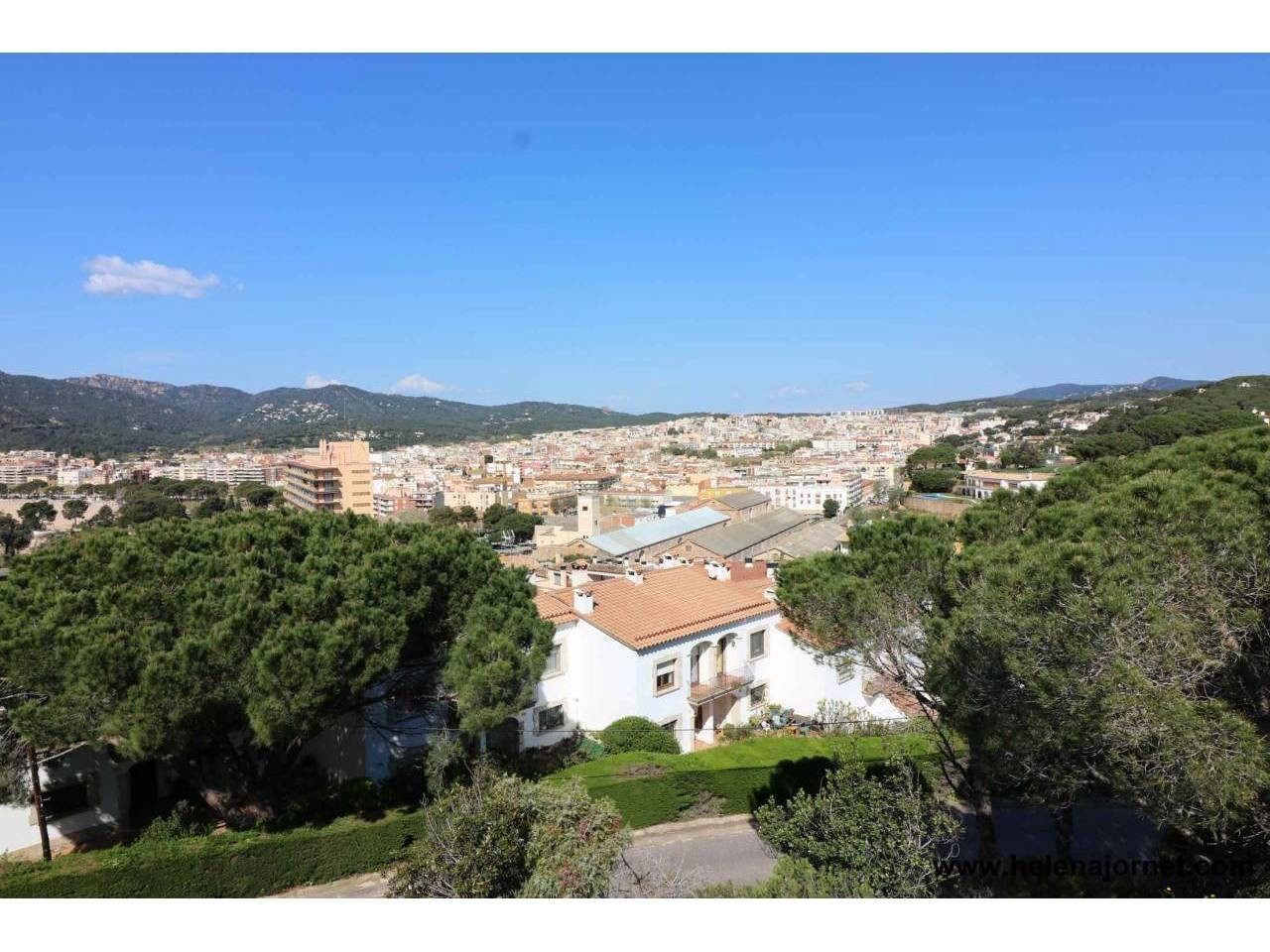 Large land lot with wonderful views and in a very good emplacement