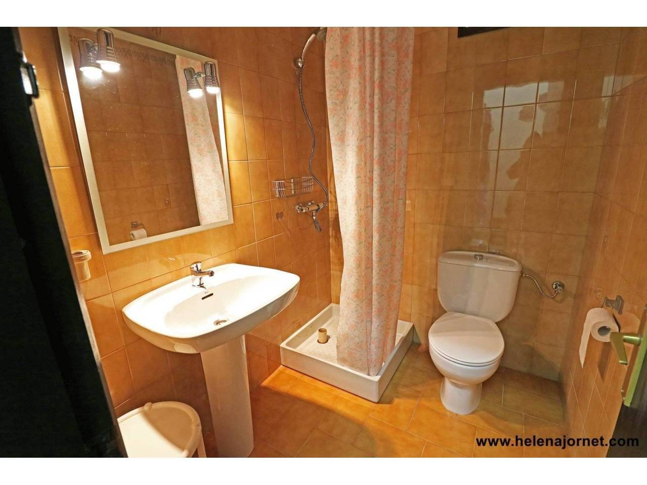 House with swimming pool in the metropolis. Roca de  Malvet. - 268