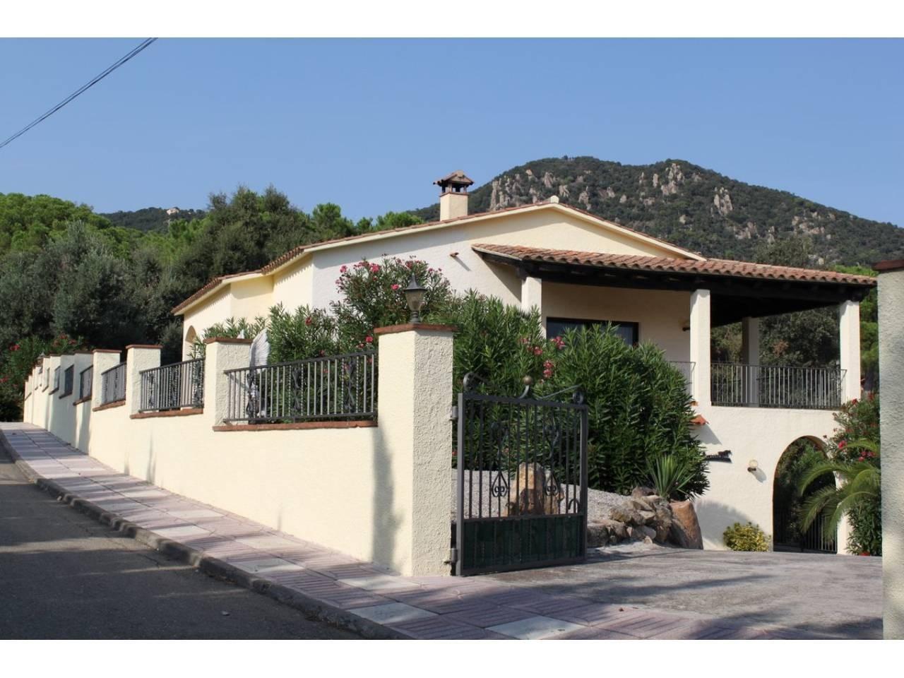 Casa amb piscina a la urb. Roca de Malvet. - 3196