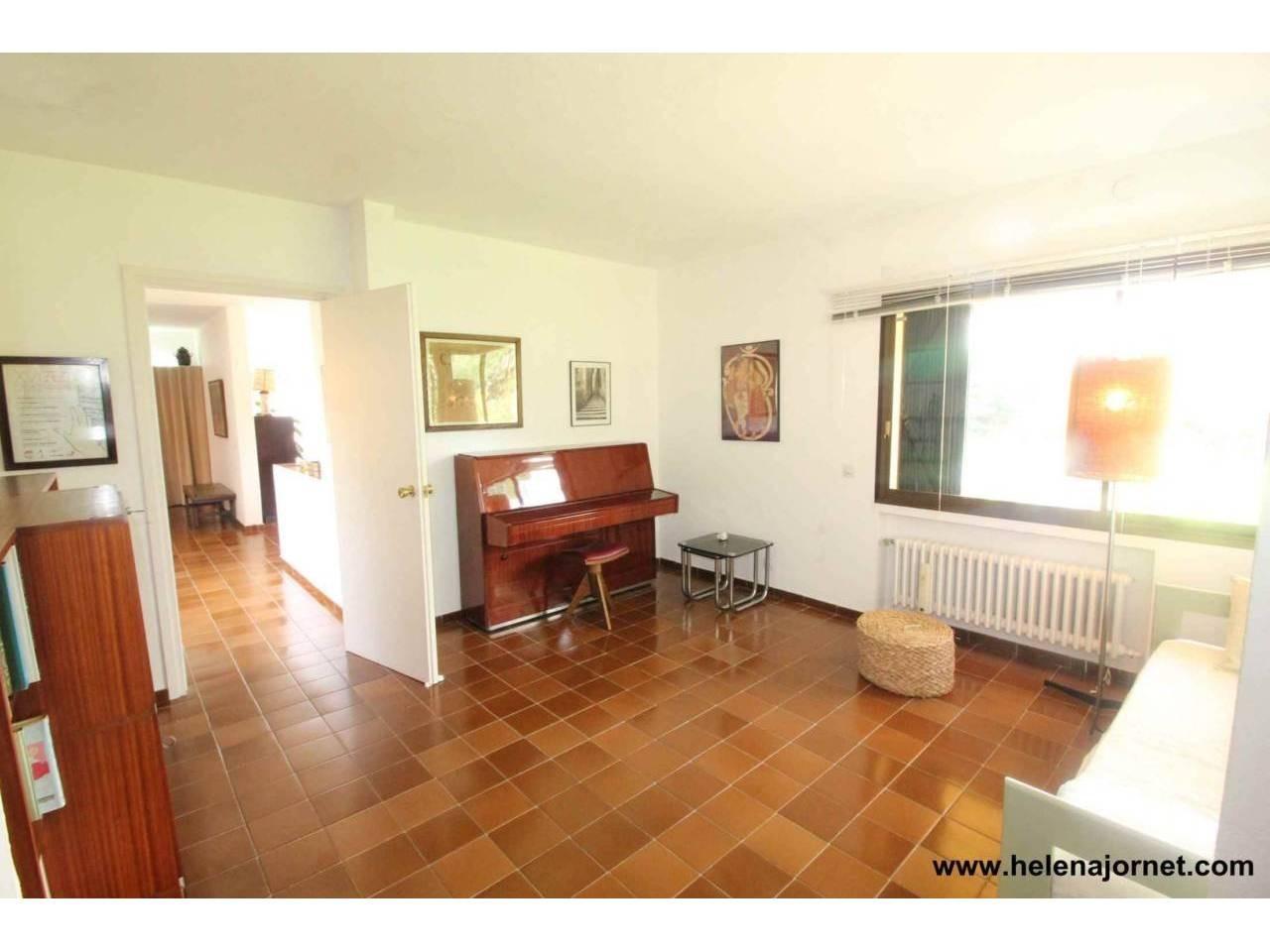 Casa amb amplis espais i un gran terreny - 1007