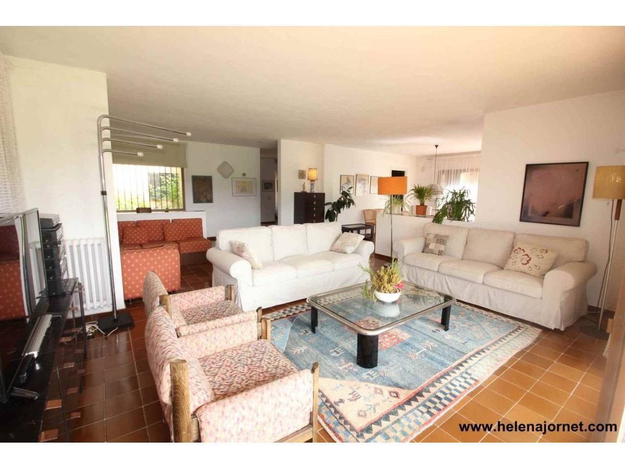 Maison avec amples espaces et une grande parcelle - 3450