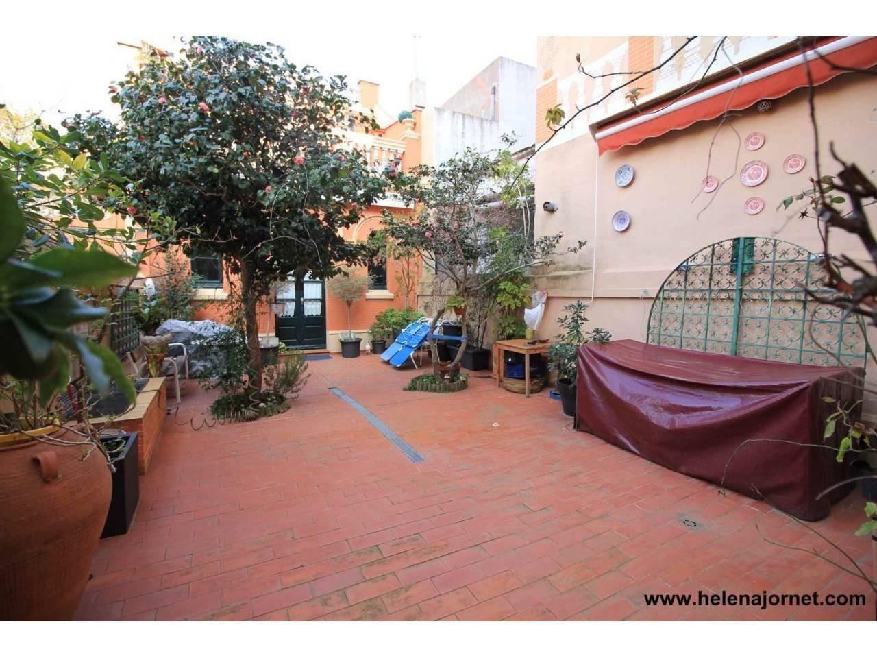 Wonderful modernist style house in town centre (Costabrava) - 4060