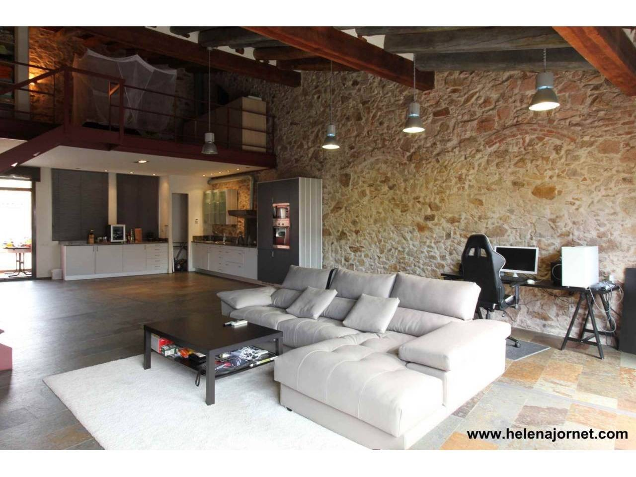 Spectacular loft in town-centre - 875