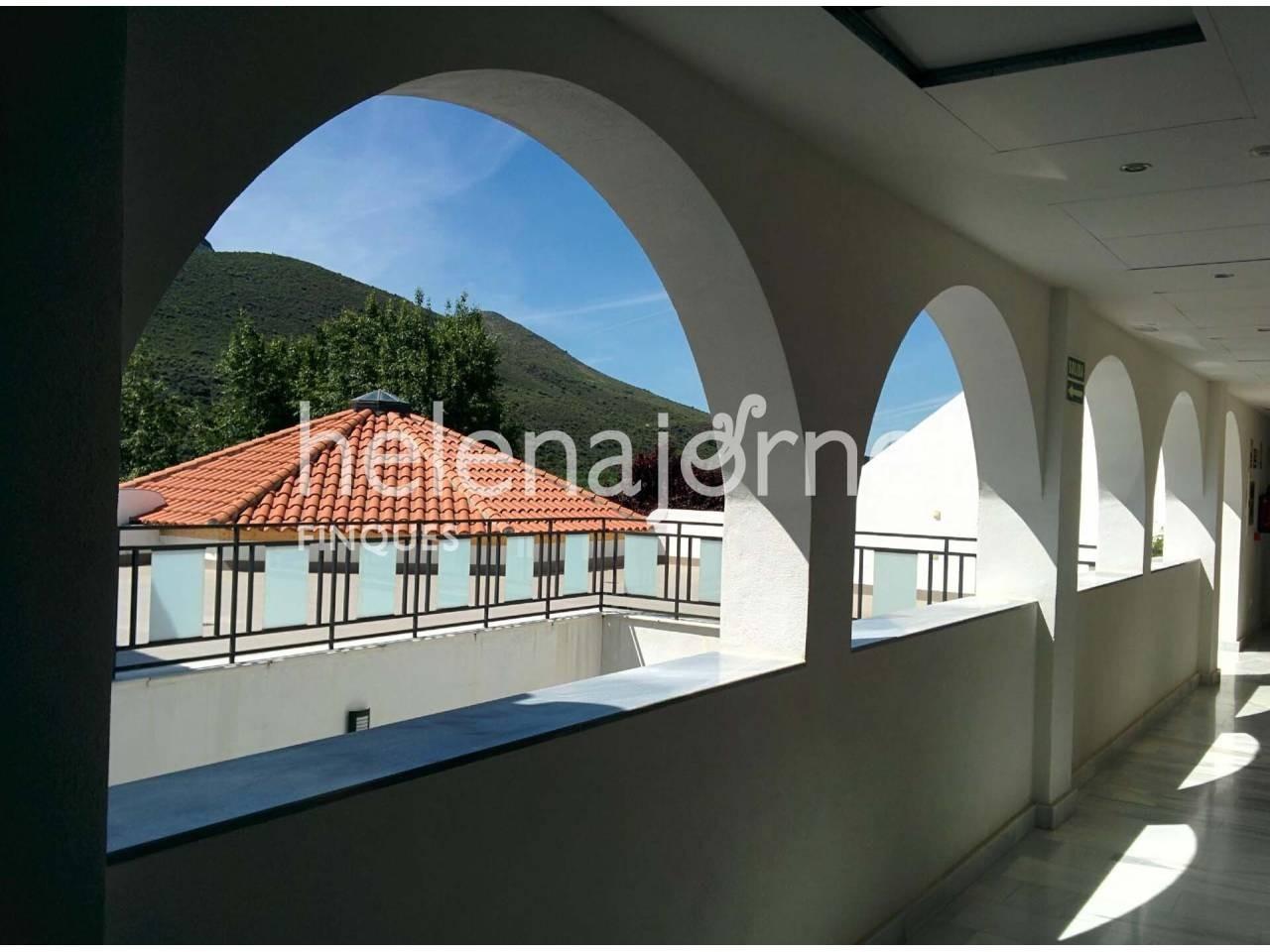 Дом на продажу в Calicasas - 1515