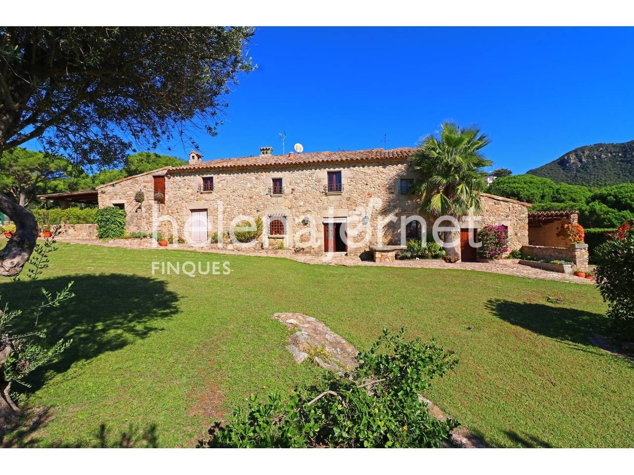 Renewed farmhouse with a pool and a big plot of land in Roca de Malvet - 3526