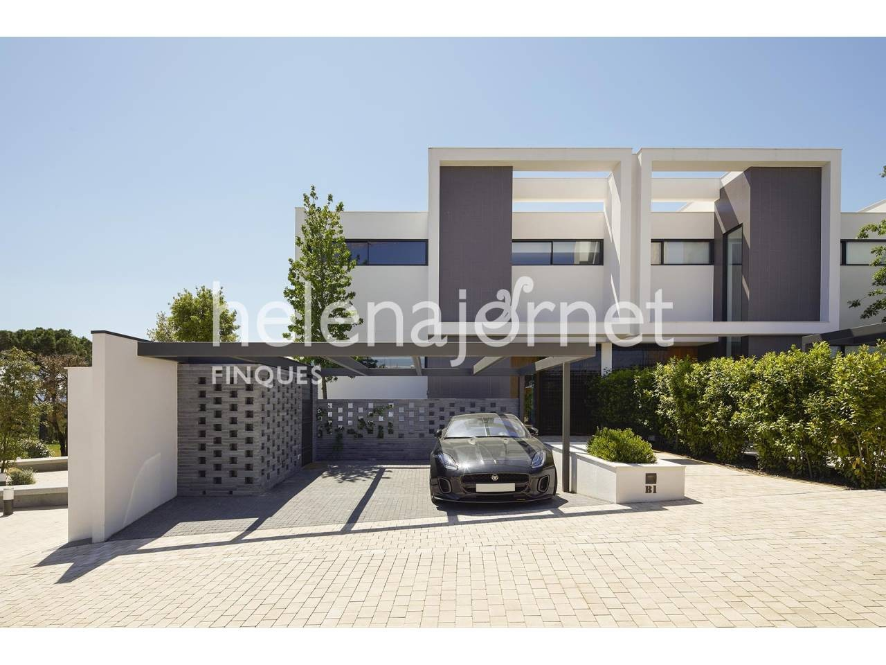 Design corner townhouse with terrace and private garden - 1221