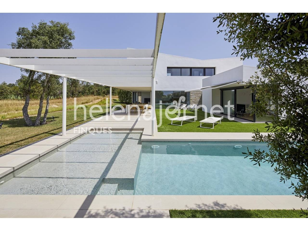 House with a contemporary and unique design with garden and pool - 1222