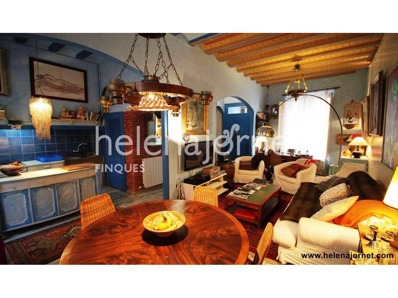 Casa en el centro del pueblo con un gran patio - 2965