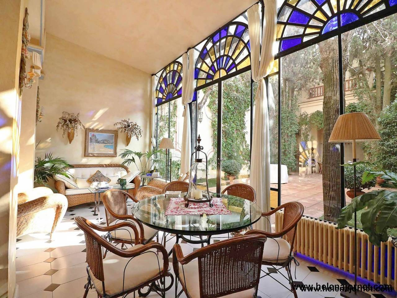 Spectacular modernist art Nouveau style house in town centre - 004066