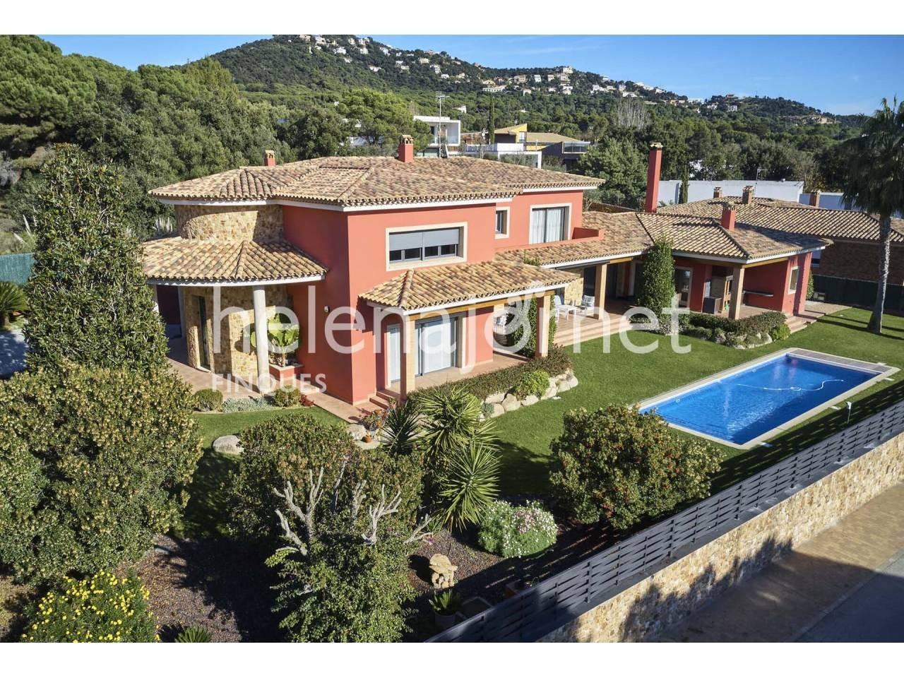 Maison fantastique et lumineuse avec jardin et piscine à Santa Cristina d´Aro - 3516