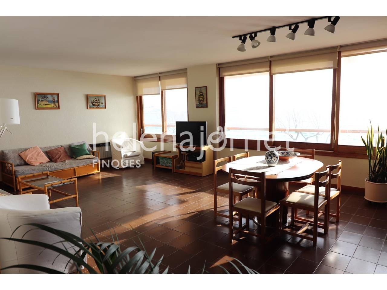 Big apartment in a privileged location in front of the beach in Sant Antoni de Calonge. - 1070