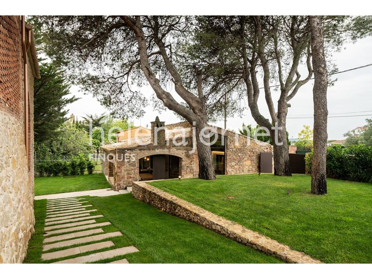 Spectacular stone house with large land lot in Fontclara - 1010