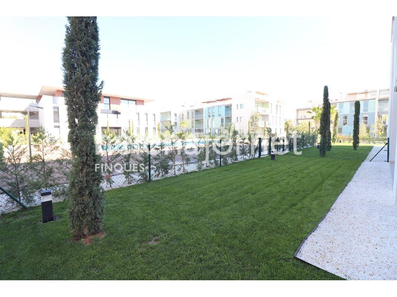 New and modern apartment with private garden and community pool - 1548