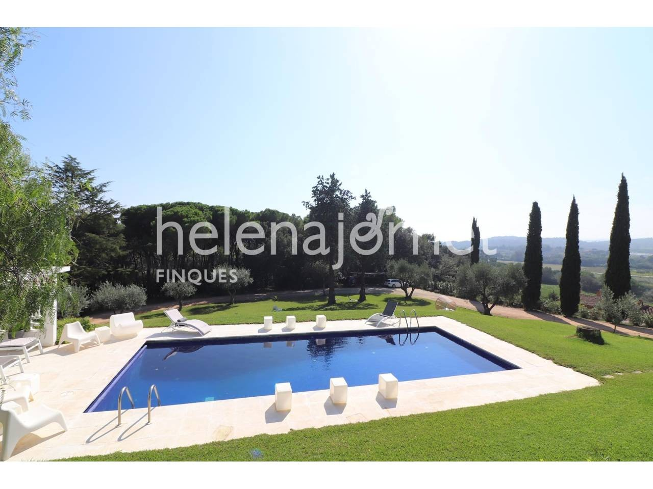 Exclusive house with pool and with a large plot in a privileged area of Vall-llobrega - 20034