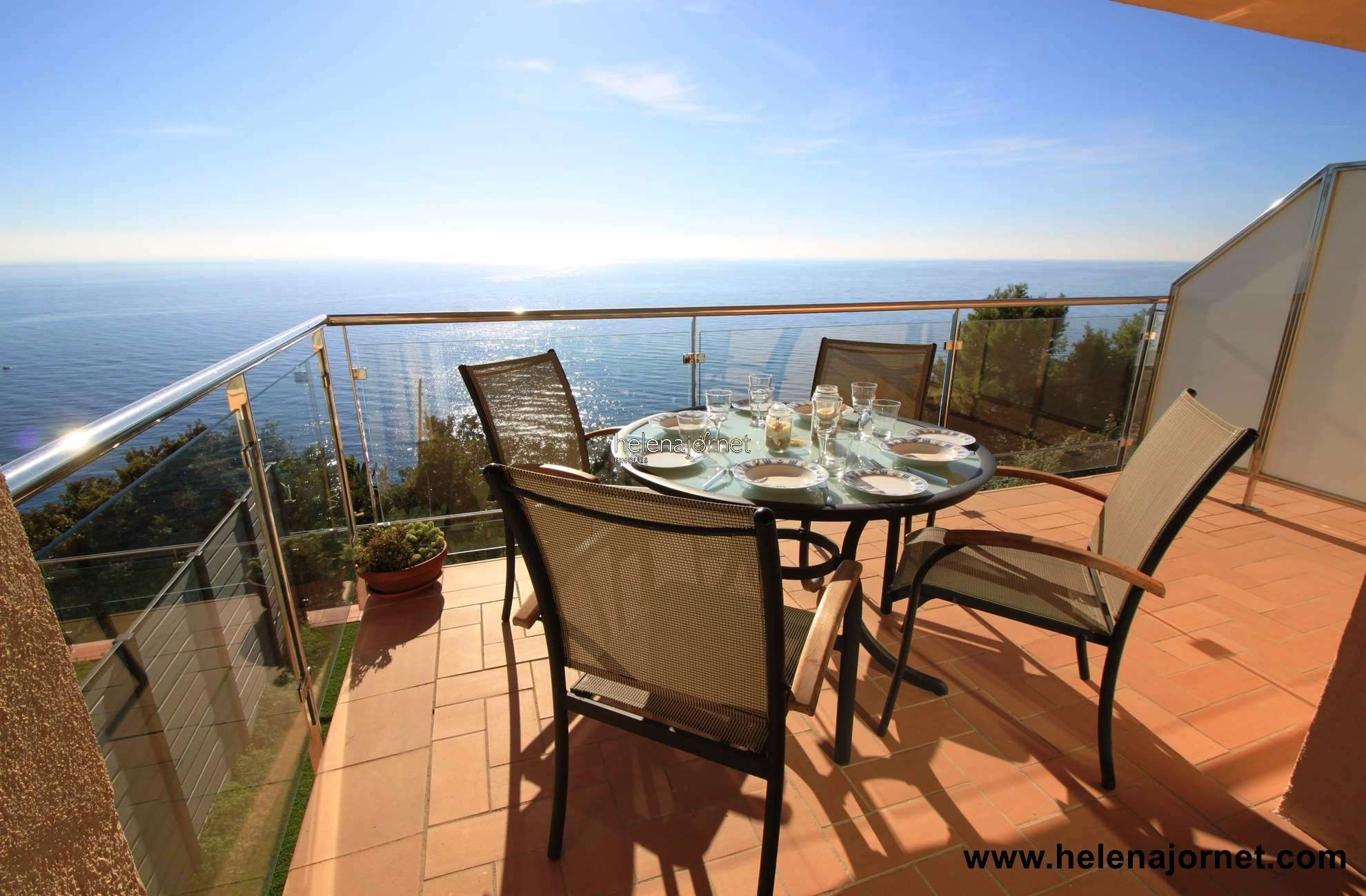 Apartment with terrace in the seafront with stunning sea views. - 70047 Rocafosca