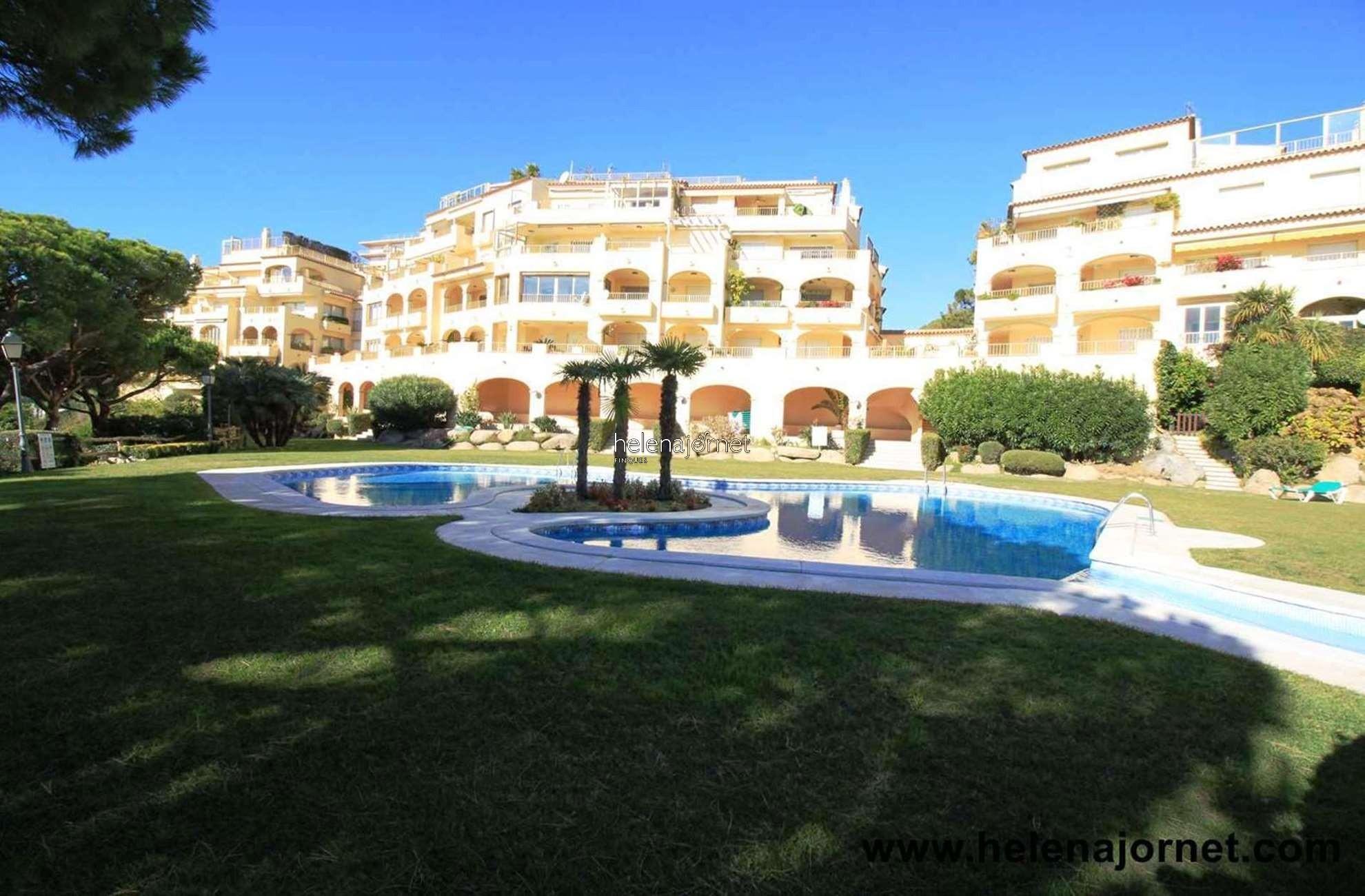 Apartamento situado en la planta baja con jardín privado y piscina comunitaria - 70052 Las Velas