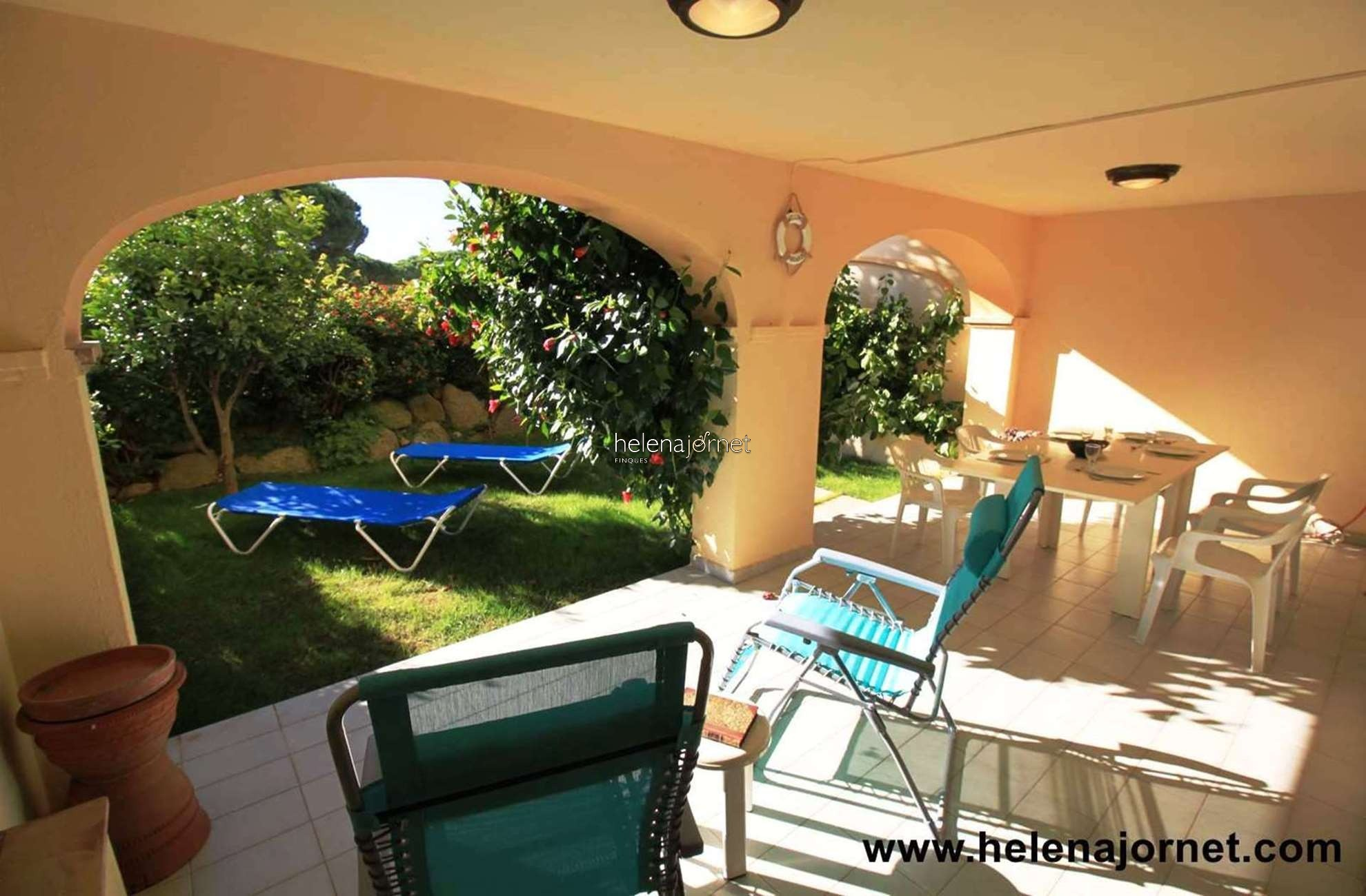 Ground floor apartment with private garden and community pool - 47